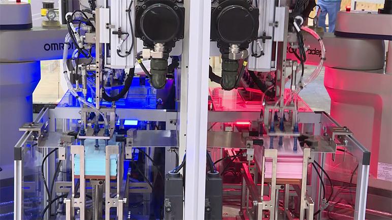 機器人在電池片疊焊上的(de)應用案例